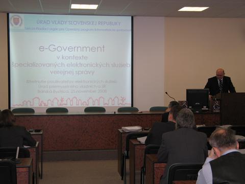 Foto 1: Podujatie otvoril prezentáciou Ing. Michal Zábušek z Úradu vlády SR.
