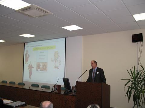 Foto 2: Geert Boedt z EPÚ vo svojej prezentácii vyzdvihol význam patentových informácií.