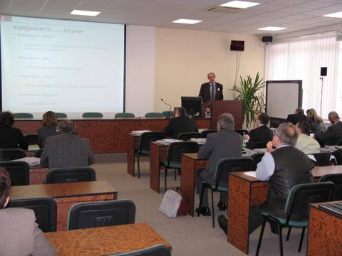 Foto 3: Geert Boedt priblížil účastníkov aj databázu EPÚ - esp@cenet.