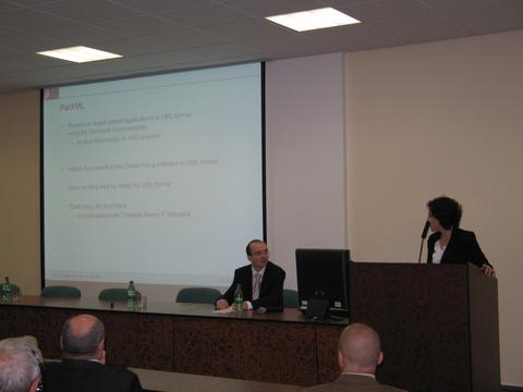 Foto 1: Ioanna Tomescu predstavila elektronické produkty EPÚ.